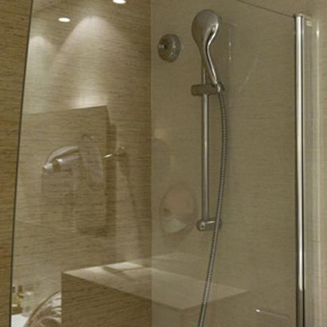 Factores que debes tener en cuenta para elegir la mampara del baño