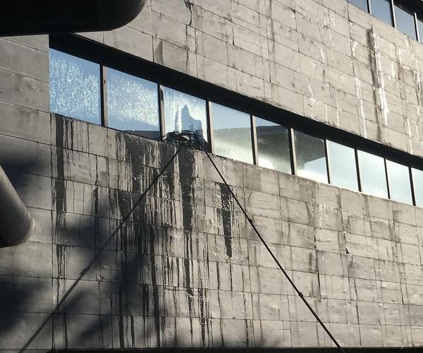 Limpieza cristales edificios en altura