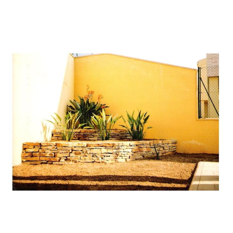 Muros de piedra: Servicios de Sebastián Martínez Cosín