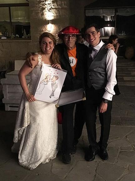 Nueva boda masiva: 147 personas dibujadas