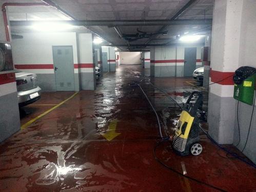 Limpieza de garajes con agua a presión