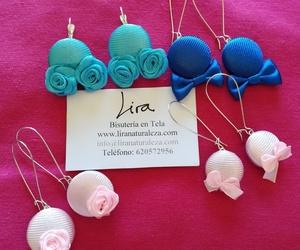 Pendientes con apliques de rosas o de lazos: Bisutería en tela de Lira.