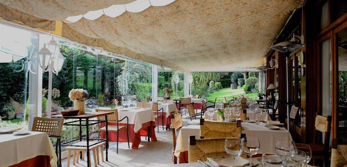 Restaurante con jardín para comidas y cenas de empresa en Derio