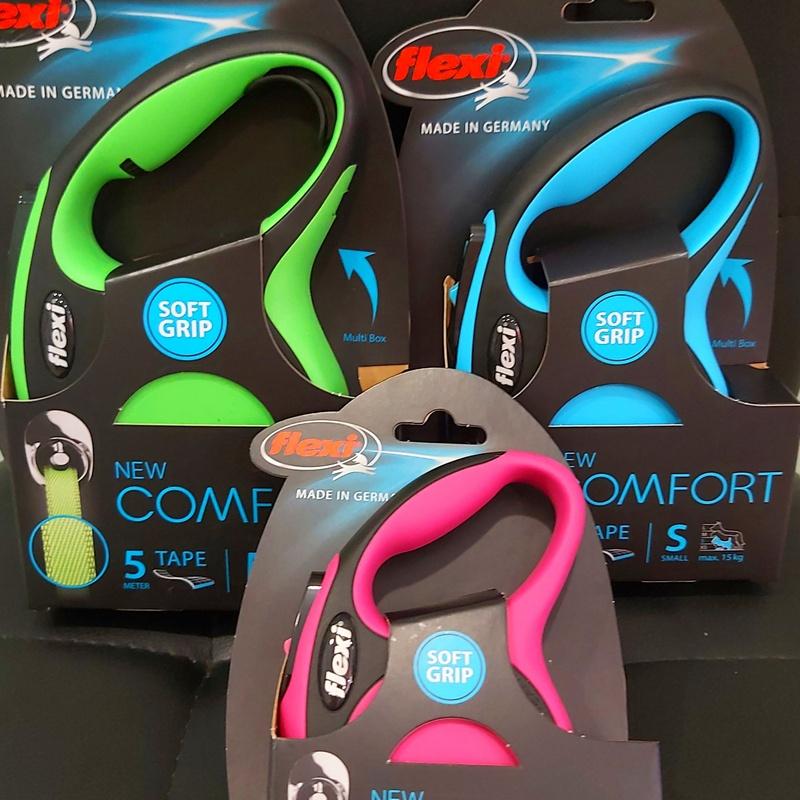 Los Flexi  con divertidos colores y cinta a juego en Mascotes Castellbell: Productos y servicios de JORDI / DAVINIA