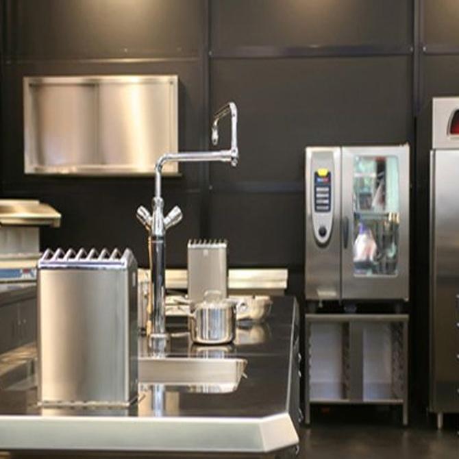 ¿Cómo limpiar una cocina con muebles de acero inoxidable?