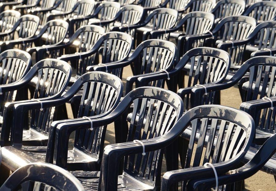 El peligro de contar con sillas viejas en un evento