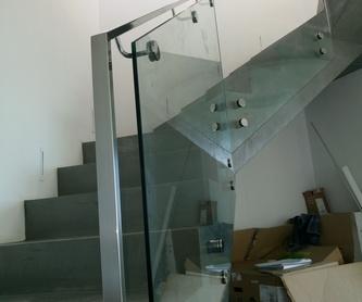 Suelo pisable de acero inoxidable y vidrio diseñado y fabricado a medida: Catálogo de productos  de Icminox