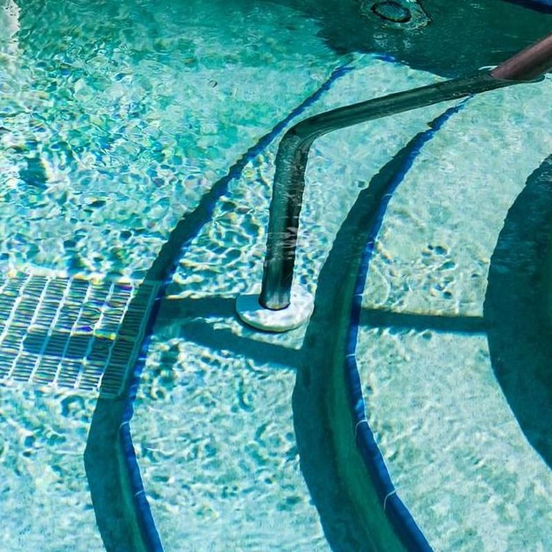 Limpieza y mantenimiento de piscinas : Servicios  de Fran Salguero