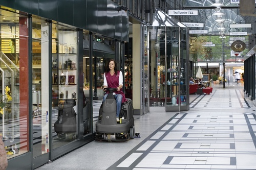 B 90 en centro comercial (Gama media).