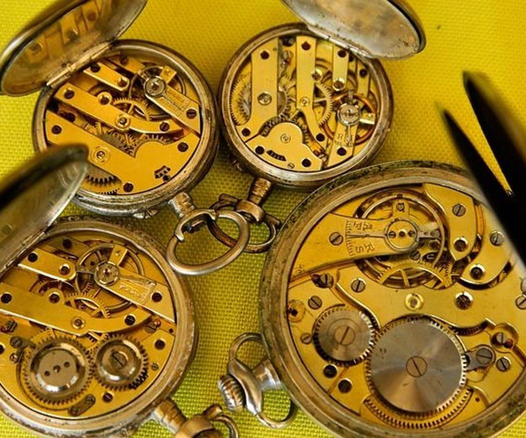 ¿De qué partes consta un reloj?
