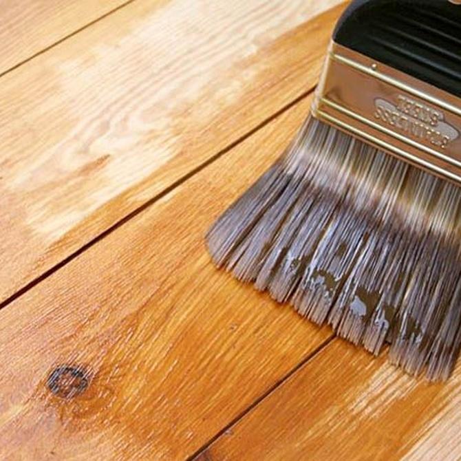 El barniz, fundamental para proteger la madera