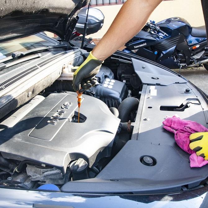 El cambio de aceite en el coche