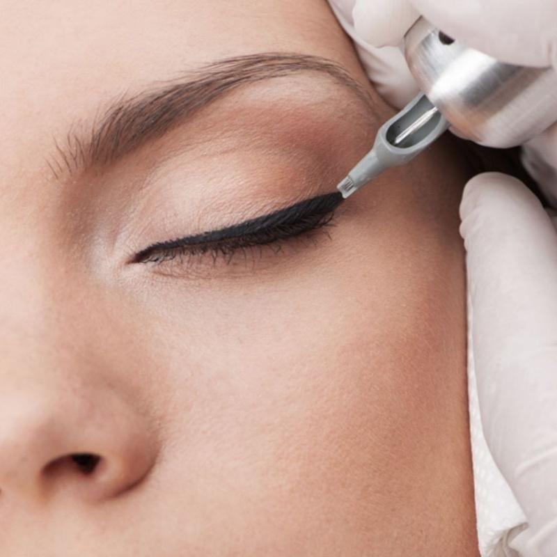 Micropigmentación Eyerliner: Servicios de Divinity Body Nails