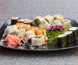 Carta variada de comida japonesa en Málaga