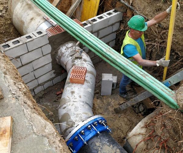Conexión DN800/500 de by-pass en  tubería abastecimiento de agua bruta a ENCE