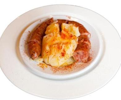 Receta de Longaniza blanca de Avilés con patata del cocido de garbanzos