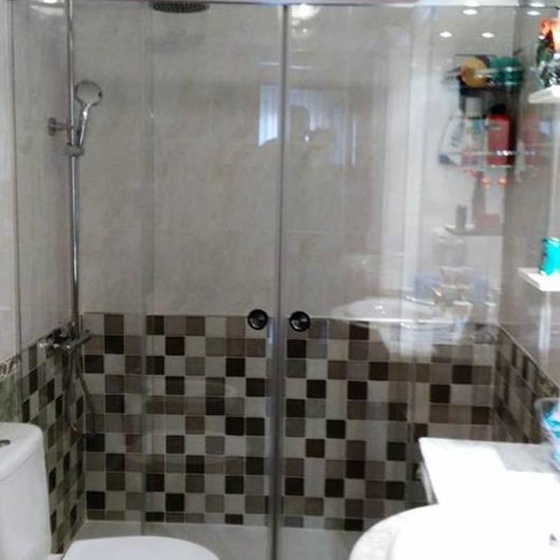Instalación de mamparas de baño: Cocinas y baños de F. Alba, cocinas y baños