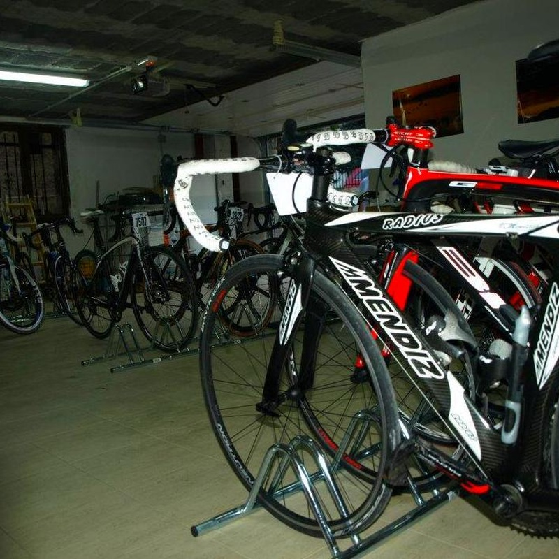 Bike Hotel : Servicio Especial Ciclistas: Servicios e Instalaciones de Casa Rural El Churrón