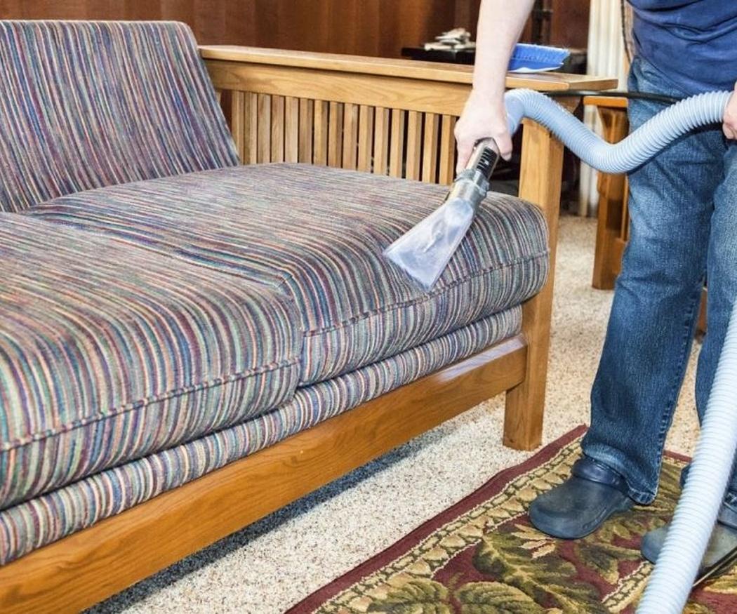 Recomendaciones para limpiar la tapicería del sofá