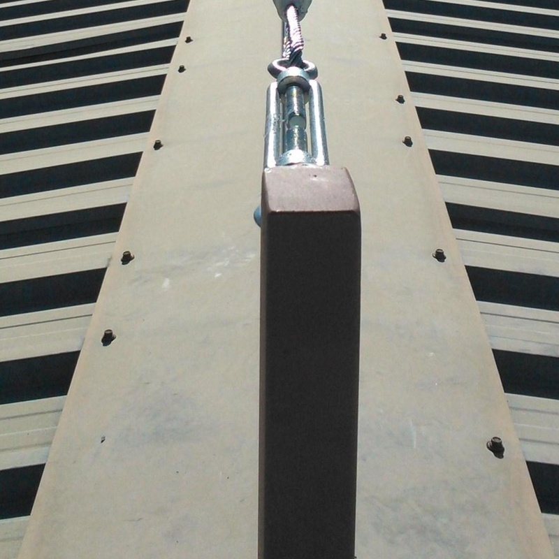 Instalación y mantenimiento de líneas de vida: Trabajos verticales  de Verticales Totaltura S.L.U.