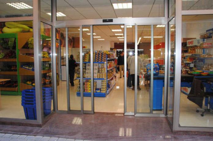 Puertas automáticas: Servicios de Cerramientos José Pastor