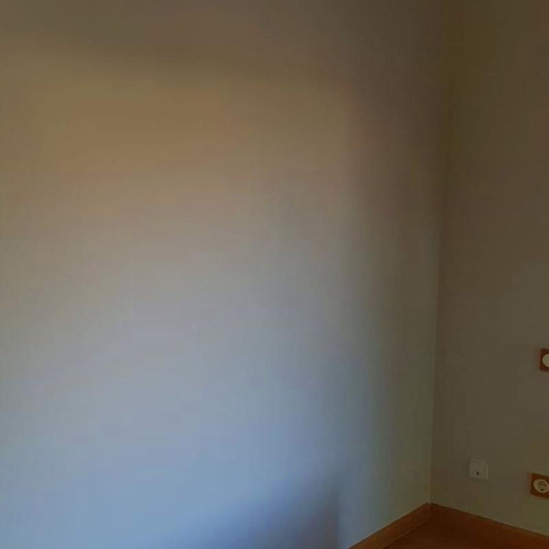 pintura en vivienda unifamiliar.: Trabajos realizados de REFORMAS, INSTALACIONES Y CONSTRUCCION ARAGON