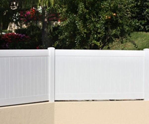 Diversos modelos de vallas de PVC