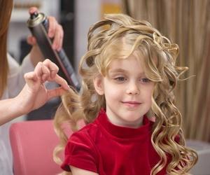 Cinco beneficios de la peluquería para niñas