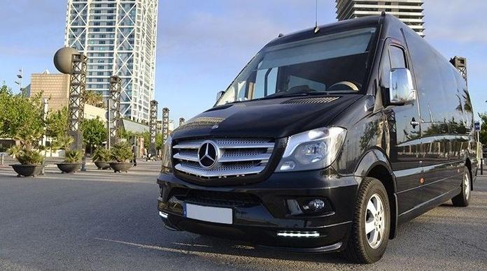Nuestros vehículos: Mercedes Sprinter Combi (15 plazas)