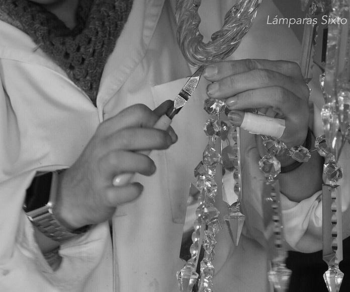 Montando  una lámpara de cristal