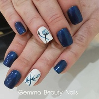 Manicura y pedicura: Servicios de Gemma Beauty Bar