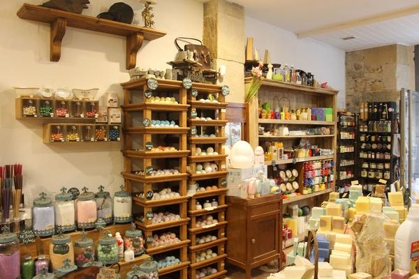 Productos cosméticos naturales en Bilbao elaborados a mano en la tienda de Los Jaboneros