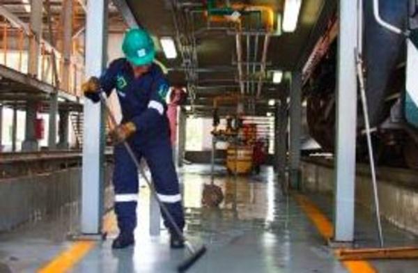 Limpieza industrial: Limpiezas integrales de Persumar, S.L.