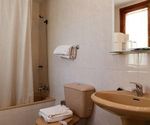 Baño de las habitaciones de nuestro hotel en Teruel
