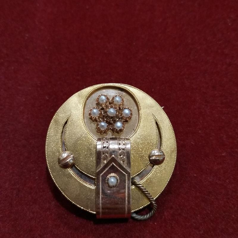 Broche en oro  de 18k con perlas aljófar. Finales S.XIX Ref A -11420: Catálogo de Antigua Joyeros
