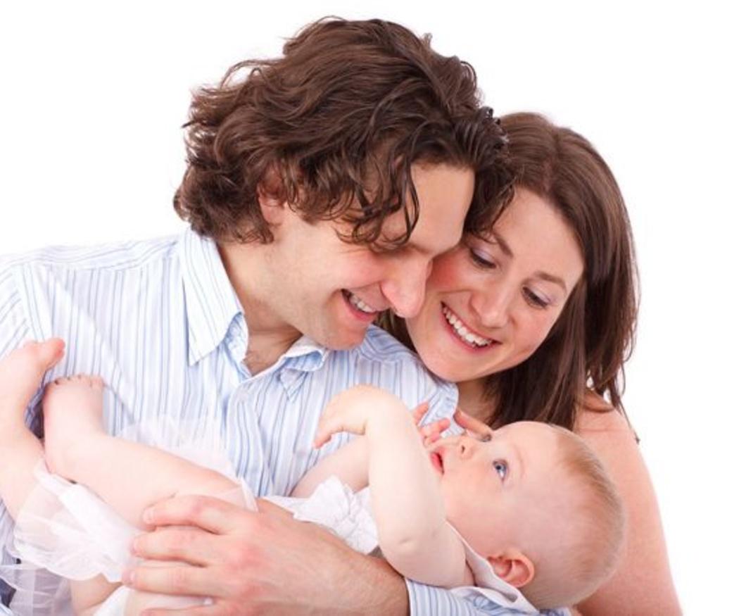 El triángulo con el bebé. ¿Donde hay tres siempre sobra uno?