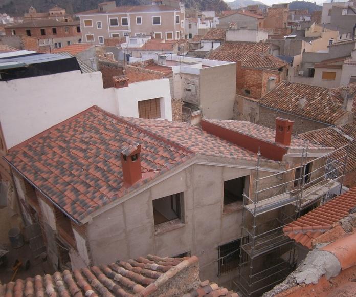 Vista de la cubierta acabada, de la rehabilitación de una casa