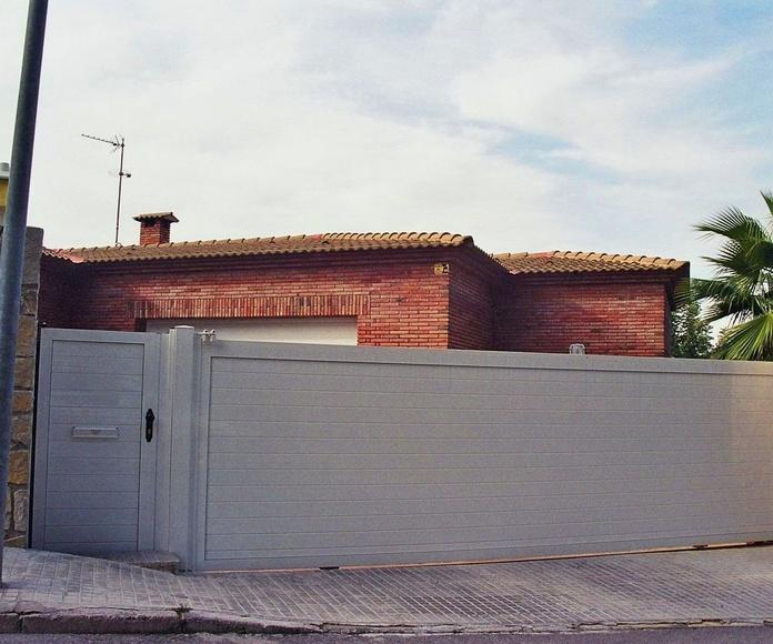 A93 Puerta Corredera y Peatonal de aluminio