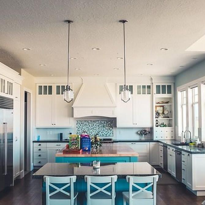 Cómo combinar los colores para los muebles de cocina