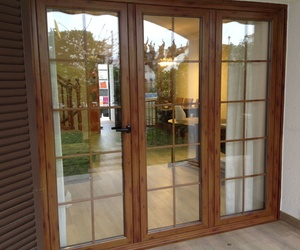 Puertas y ventanas practicables y oscilobatientes imitación madera