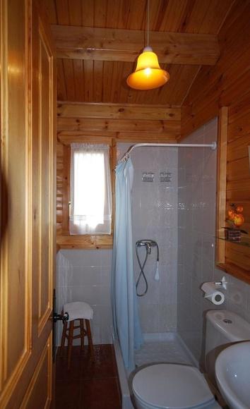 Baño completo: Catálogo de Cabañas Quercus Apartamentos Turísticos