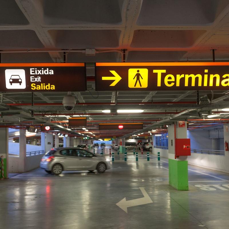 Alquiler plazas de garaje coches: Servicios de Garaje Dávila