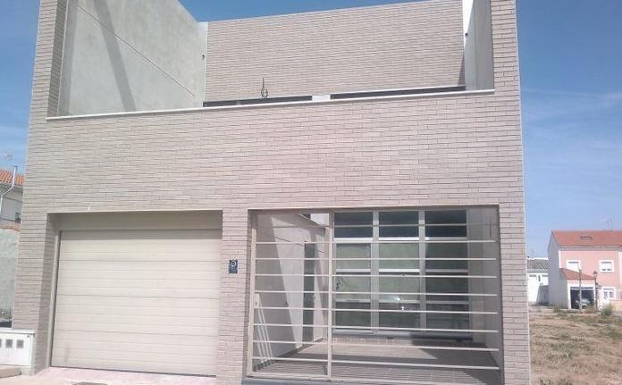 Vivienda de Estilo Moderno: Inmuebles de Inmobiliaria Minerva