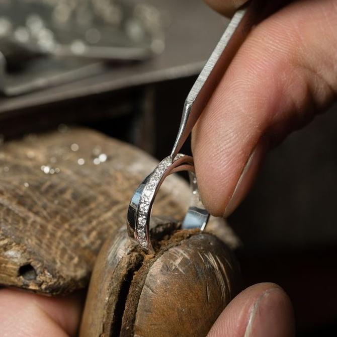 Cómo cuidar tus joyas con diamantes