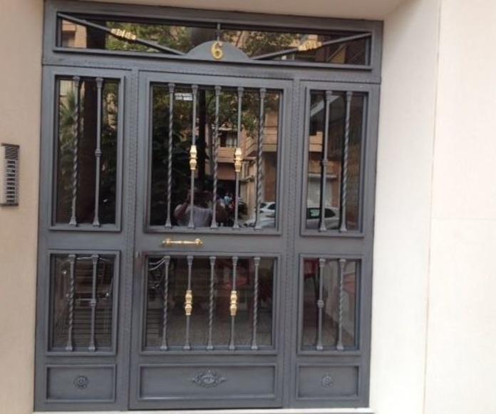 Puerta de patio de hierro