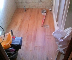 Cambio suelo de baño en Mostoles