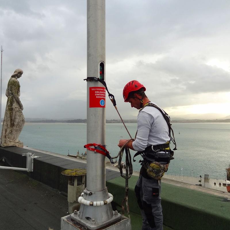 Colocación de banderas Santander