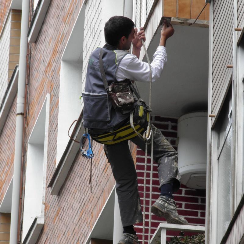 Trabajos verticales en Bilbao|Selán desatascos