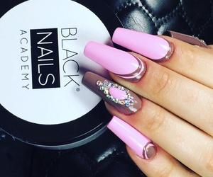 Manicura y uñas esculpidas