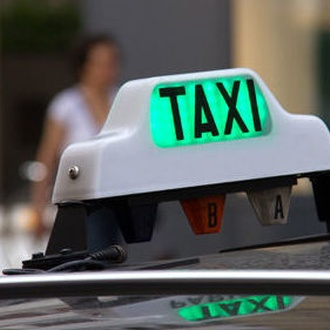 Servicio taxi 24 horas